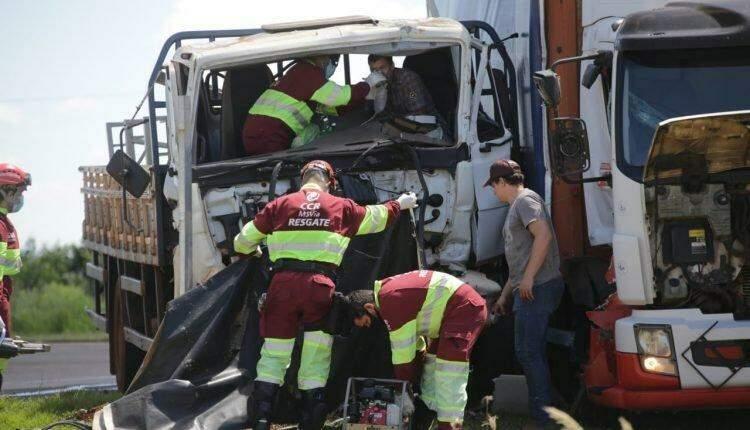Motorista de caminhão com explosivo tentava entrar em posto quando ocorreu acidente