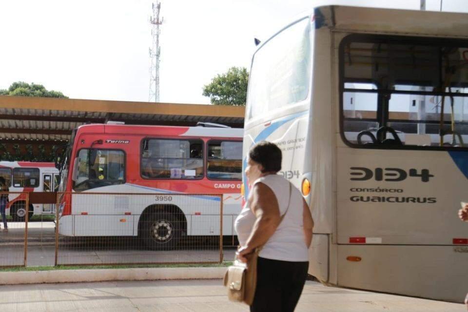 Ônibus de alumínio do avental do aeroporto da capacidade