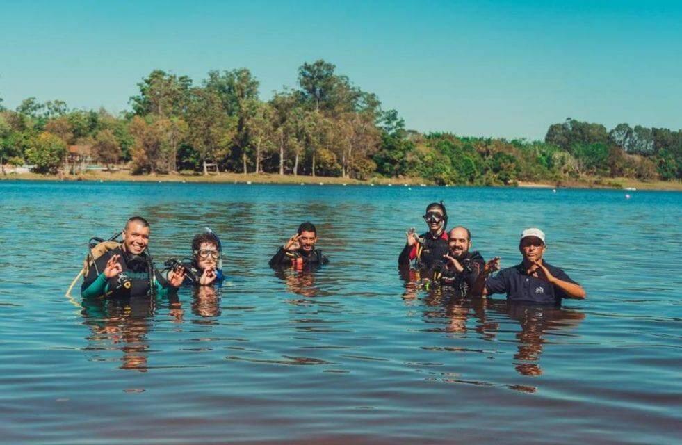 Há 26 anos, ex-militar é guia de mergulho para belezas subaquáticas de Bonito
