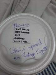 Cozinheiro em hospital de MS escreve mensagens de apoio em marmita de pacientes com covid-19