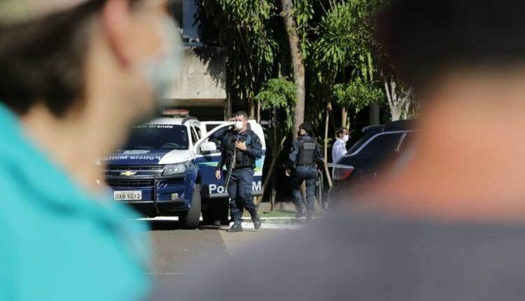 Polícia cerca governadoria em protesto de empresários contra Reinaldo