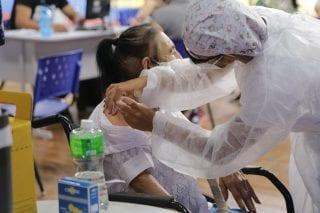 'Vitória': novo grupo mais jovem vacinado contra Covid-19 comemora ampliação da imunização