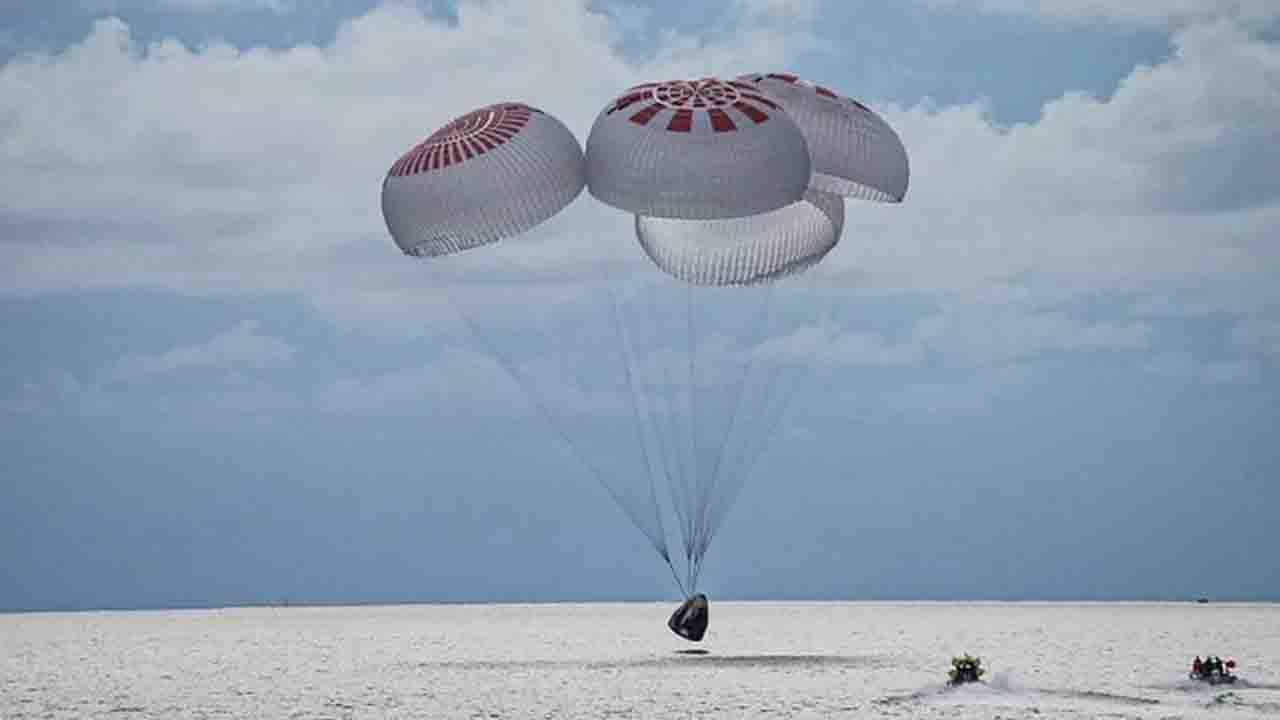 SpaceX: primeiros civis a irem ao espaço retornam para a Terra após 3 dias