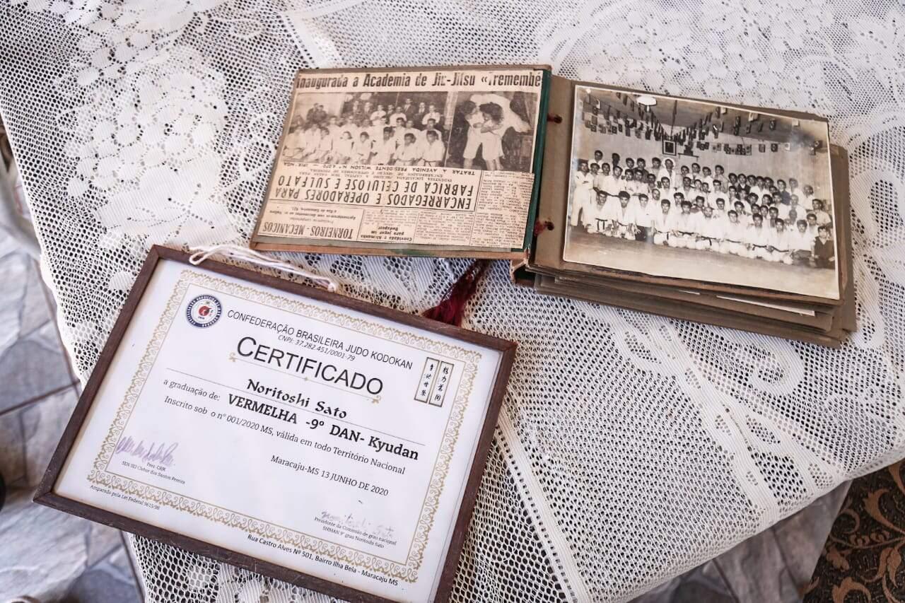 Certificado de reconhecimento por seu conhecimento e sua habilidade no esporte (Foto: Henrique Arakaki)