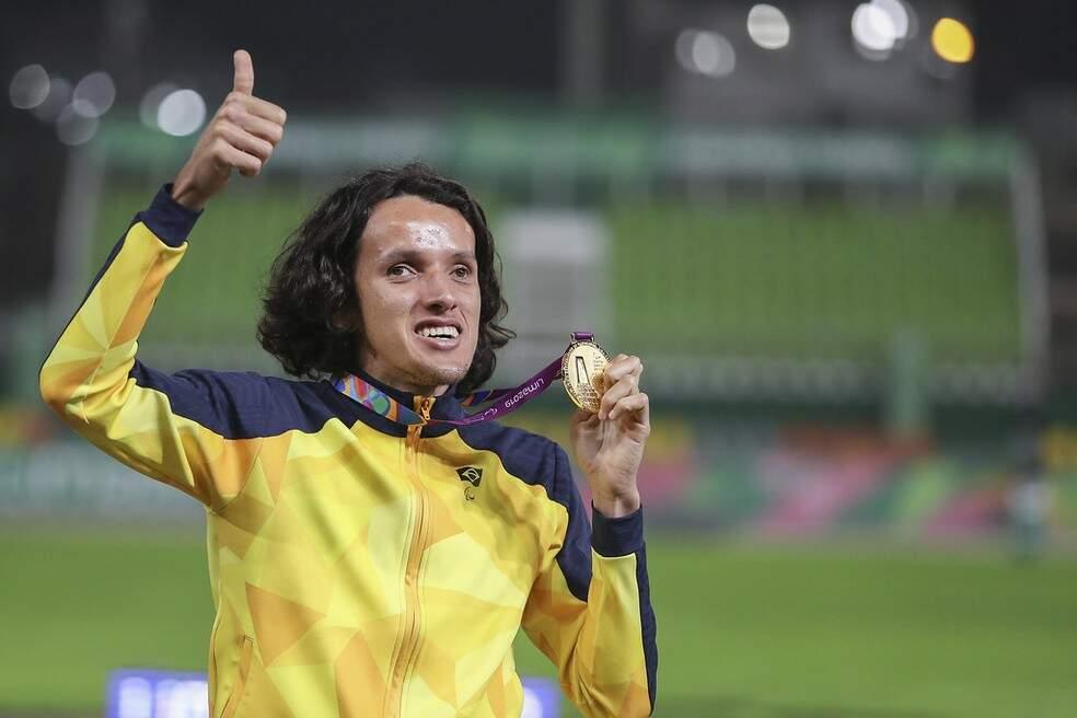 Campo-grandense Yeltsin Jacques ganha medalha de ouro nos 5 mil metros em Tóquio